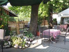 Nicht weit vom Kurort Laa an der Thaya entfernt, befindet sich das Gasthaus mit Gästehaus Bsteh. Zuerst entspannen in der Therme und dann genießen im Gasthaus Bsteh. Eine gute Kombination oder?