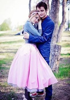 """""""Doctor Who - Doctor Ten and Rose Tyler, I want to do this when I get a boyfriend."""" That cosplay tho Hallowen Costume, Cute Costumes, Halloween Cosplay, Cosplay Costumes, Cosplay Ideas, Doctor Who Halloween Costumes, Doctor Costume, Disney Costumes, Couple Halloween"""