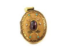 Länge: ca. 5,6 cm. Breite: ca. 3,5 cm. Gewicht: ca. 22,9 g. GG 585. Um 1880. Apartes Medaillon mit fein gekordelten Applikationen besetzt mit einem ovalen...