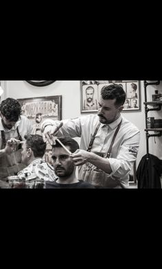 Easter is uppon us gentlemen...book on time and stay sharp for the holidays,this week already sold out,next available spaces from Monday 02/04 😉💈#roostersbarbershopathens #roostersbarbershop #roostersαμπελοκηποι #roosters #barbershopsathens #barbershopsinathensgreece #μπαρμπερικααθηνα #μπαρμπερικο www.roostersbarbershop.gr