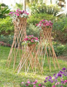 Cone-shaped planters like these are wildly popular in England. Fill the willow cone with trailing flowers for a striking display of color. Easy Garden, Garden Art, Trailing Flowers, Rustic Side Table, Raised Bed Garden Design, Diy Garden Furniture, Willow Furniture, Furniture Ideas, Diy Trellis