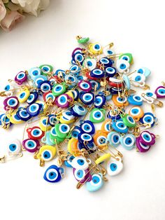 Eye Safety, Safety Pins, Baby Safety, Unique Wedding Favors, Unique Weddings, Wedding Gifts, Wedding Ideas, Theme Bapteme, Eye Stickers