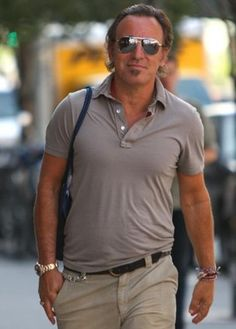 Bruce should wear more golf shirts and khakis. #casualcool