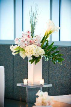 Modern Floral Arrangement #studioag #studiagdesign