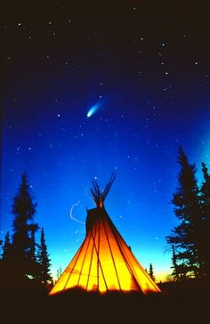 Native American Teepee, Native American Paintings, Native American Pictures, Native American Beauty, American Spirit, Native American Indians, Tenda Camping, Cool Pictures, Beautiful Pictures