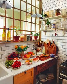 Home Decor Kitchen, Kitchen Interior, Home Kitchens, Kitchen Dining, Vintage Design, Decoration, Kitchen Remodel, Sweet Home, New Homes