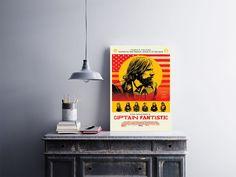 """Placa decorativa """"Filme Captain Fantastic""""  Temos quadros com moldura e vidro protetor e placas decorativas em MDF.  Visite nossa loja e conheça nossos diversos modelos.  Loja virtual: www.arteemposter.com.br  Facebook: fb.com/arteemposter  Instagram: instagram.com/rogergon1975  #placa #adesivo #poster #quadro #vidro #parede #moldura"""