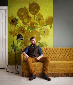 Create a unique space with wallpaper that matches your style. Van Gogh Wallpaper, Wallpaper Samples, Flower Wallpaper, Photo Wallpaper, Vincent Van Gogh, Van Gogh Museum, Wall Drawing, Pip Studio, Wall Spaces