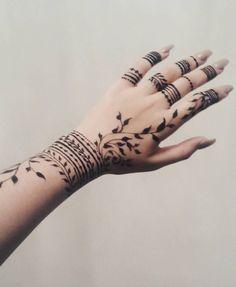 Henna Hand Designs, Modern Henna Designs, Beginner Henna Designs, Mehndi Designs For Girls, Mehndi Design Photos, Mehndi Designs For Fingers, Beautiful Henna Designs, Mehandi Designs, Arabic Henna Designs
