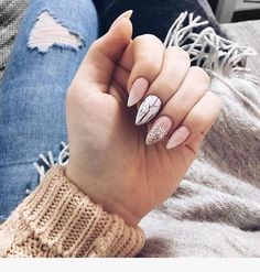 The santa hat nails are supper fun while sparkle and nude nails are perfect - Nails Rose Gold Nails, Nude Nails, Pink Nails, Glittery Nails, Perfect Nails, Gorgeous Nails, Pretty Nails, Santa Hat Nails, Cute Christmas Nails