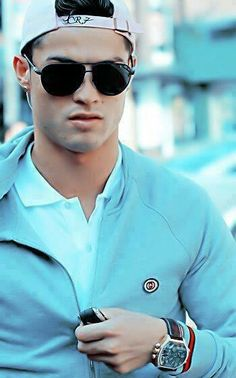CR7 in sunglasses.  Hotness!