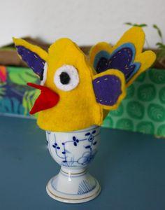 Eierwärmer für Ostern nähen - DIY - Für Ostern nähen Kinder diese tierischen Eierwärmer. Gratis Vorlage zum Ausdrucken mit Nähanleitung und Nähvideo. Einfach für Anfänger zu nähen #nähen #ostern #freebook #nähenmitkindern Dinosaur Stuffed Animal, Toys, Animals, Kid Sewing Projects, Hand Sewn, Felting, Threading, Animales, Animaux