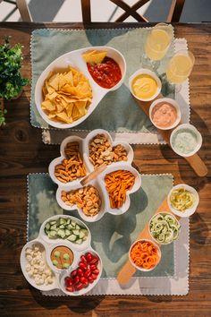 Platourile pentru gustările reci sau calde, dulci sau sărate sunt ideale pentru mesele festive  dar și pentru a fi utilizate zilnic pentru snacksurile tale preferate. #tava sncks #platou pentru aperitive Ramen, Ethnic Recipes, Ideas, Food, Essen, Meals, Thoughts, Yemek, Eten