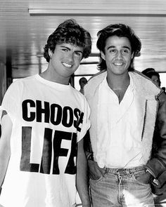 George Michael wearing a Choose Life T-shirt - with Andrew Ridgeley Katharine Hamnett, Fashion Mode, 80s Fashion, Fashion Videos, 80s Party Costumes, 80s Costume, Halloween Costumes, Andrew Ridgeley, Marching Bands