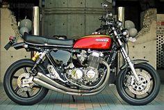 Honda CB 750 modern parts Honda Cycles, Honda Bikes, Honda Motorcycles, Custom Motorcycles, Custom Bikes, Honda Cb750, Motos Honda, Caliper Paint, Japanese Motorcycle
