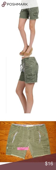 "Free People Army Olive Green Boyfriend Cargo Short 📡PRICE IS FIRM AND NON-NEGOTIABLE. NO OFFERS. LOWBALLERS WILL BE BLOCKED. NO TRADES.📡 Free People ""Cargo Cutoff"" shorts in Olive Martini, size 4 (would also fit a size 6). Oversized, slouchy boyfriend fit. Intentionally distressed overall appearance. All distressing is intentional. 98% cotton, 2% spandex. Free People Shorts Cargos"