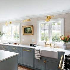 The Grigham Farmhouse Sink has a spacious bowl that is perfect for holding an abundance of dishes. Made of fireclay, this product is highly durable and built for everyday use. The white color brings a classic, countryside look to your space. Round Kitchen Sink, Kitchen Sink Window, White Kitchen Sink, Apron Sink Kitchen, Kitchen Windows, Kitchen Backsplash, White Farmhouse Sink, Fireclay Farmhouse Sink, Farmhouse Sink Kitchen