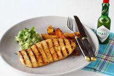 Piept de pui la grătar - rețetă pas cu pas Grill Pan, Carne, Salsa, Grilling, Avocado, Bbq, Cooking Recipes, Tableware, Food