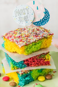 This is how you make a cake that inspires everyone. 90s Theme Party Outfit, 90s Party, Party Time, Rice Krispies, Rice Krispie Treats, Ropa Hip Hop, Rice Recipes For Dinner, Keto Dinner, Nutritious Meals
