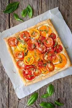 Tomato, Goat Cheese, and Caramelized Onion Tart - Taming of the Spoon Puff Pastry Recipes, Tart Recipes, Brunch Recipes, Appetizer Recipes, Cooking Recipes, Summer Recipes, Puff Pastries, Puff Pastry Appetizers, Recipes Dinner