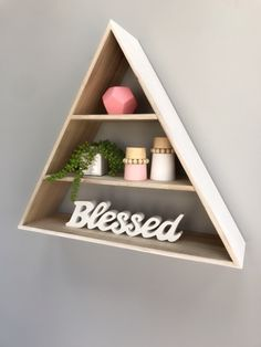 Wood decor pink and natural colors diam. 2 Colours, Floating Shelves, Wall Decor, Natural Colors, Wood, Pink, Home Decor, Ideas, Madeira