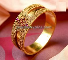 Latest Indian Jewellery designs and catalogues in gold diamond and precious stones Gold Bangles Design, Gold Jewellery Design, Gold Jewelry, Antique Jewelry, Jewelery, Bridal Bangles, Bridal Jewellery, Indian Wedding Jewelry, India Jewelry