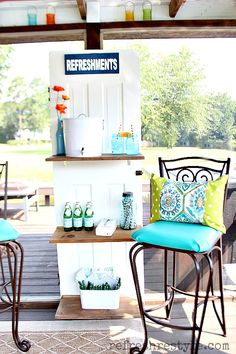 Hmmmm, like the idea of shelves on the old door .- An up-cycle masterpiece. Use an old door to create a refreshment stand on your deck or patio. Talk about the perfect outdoor spot. Diy Home Decor Rustic, Painted Front Doors, Door Shelves, Décor Boho, Old Windows, Old Doors, Pallet Ideas, Home Projects, Outdoor Spaces