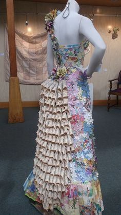 My Fairy- Princess paper dress made entirely from children's books Recycled Costumes, Recycled Dress, Recycled Cans, Recycled Clothing, Recycled Materials, Paper Fashion, Fashion Art, Fashion Show, Fashion Design