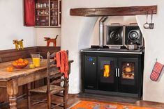 The Klover Traditional Smart 120 wood pellet boiler cooker heats your whole house, and provides hot water and allows you to cook while it is on Stove Oven, Kitchen Stove, Wood Stove Surround, Boiler Stoves, Wood Pellet Stoves, British Home, Wood Pellets, Heating Systems, Decoration