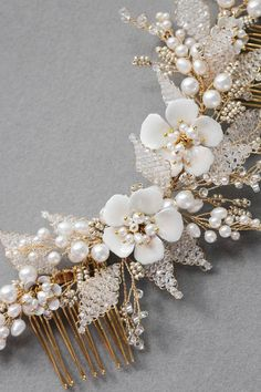 The Jasmine hair comb is a charming piece to frame your locks as you down the aisle. Perfect to add a hint of feminine appeal to any bridal look.
