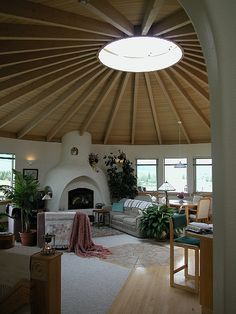 Make room with bales? use yurt roof? Seriously considering a Yurt as a retirement home.one in Montana, one in New Mexico, one in South Carolina.and Alaska maybe Yurt Interior, Cob House Interior, Interior Design, Yurt Home, Yurt Living, Living Room, Earth Bag Homes, Silo House, Earthship Home