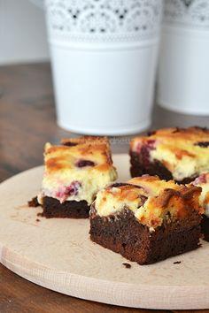 Combineer het beste van twee werelden (lees: brownies en cheesecake) en je komt al gauw bij deze frambozen cheesecakebrownies terecht. Too good!