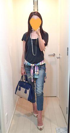 Tee: James Perse, Jeans: GAP, Shirt: American Eagle, Bag: PRADA, Pumps: Number Twenty