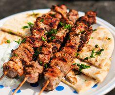 Grilling: Pork Souvlaki with Pita and Tzatziki. Did not use the tzatziki recipe, but the pork marinade was really yummy. Used pork tenderloin. Grilling Recipes, Pork Recipes, Cooking Recipes, Healthy Recipes, Easy Recipes, Delicious Recipes, Cooking Tips, Tasty, Marinated Pork