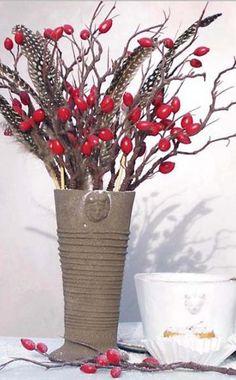 Die schönsten Hagebutten-Rosen -  Viele Rosen bereichern mit ihren leuchtenden Hagebutten das herbstliche Farbenspiel im Garten. Wir stellen die schönsten Hagebutten-Rosen vor.