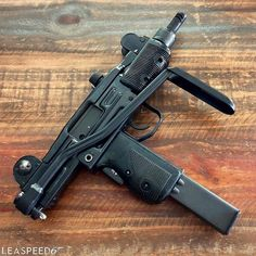 68 отметок «Нравится», 1 комментариев — @guns__ig в Instagram: «+) Follow me & Tag your Friends Classic |  @guns__ig | Follow @guns__ig  - - #DailyBadass…»