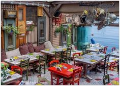 Restaurant in Greece.would love to have a restaurant and kitchen like this. Fonda Paisa, Restaurant Design, Restaurant Bar, Turkish Restaurant, Outdoor Cafe, Outdoor Decor, Athens Greece, Athens City, Cafe Interior