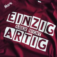 Jetzt Angebot holen: www.shirts-n-druck.de #abschlussshirt #abschlussmotto #ak2017 #ak17 #abschluss2017 #abschlusspulli #spitzname #shirtsndruck Abi Motto, S Shirt, Funny Quotes, School, Cricut, Messages, Grad Parties, Cool Quotes, Funny Phrases