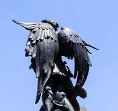 Ya conoces 'el monumento a la mamada?' Ven a conocer el lado #gay de la #historia de la #CDMX con nuestros #tours. Info en link de bio.
