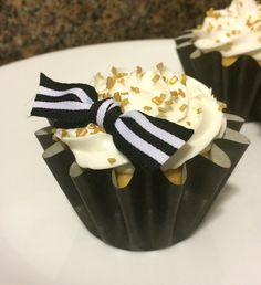 Simple black and gold cupcakes