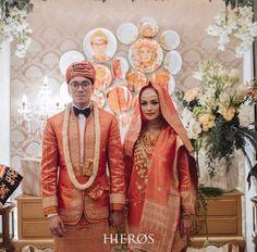 Muslimah Wedding Dress, Hijab Wedding Dresses, Bridal Dresses, Wedding Gowns, Indonesian Wedding, Minangkabau, Wedding Costumes, Wedding Photoshoot, Traditional Dresses