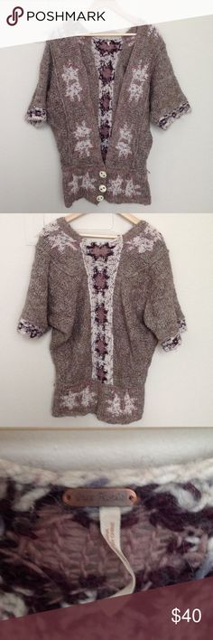 Free people kimono sleeve sweater In great condition! Measurements: underarm to underarm 24in length 30in Free People Sweaters
