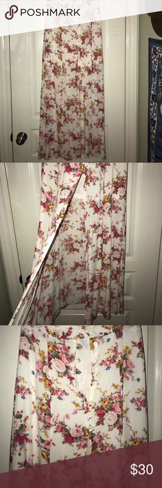 Floral maxi skirt Urban Outfitters Floral mack skirt Urban Outfitters Skirts Maxi
