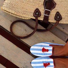 Muchos las definen como atrevidas, elegantes y veraniegas. Al más puro estilo #navy #preppy #loafers