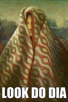 Mona Lisa wearing blanket over her head art Memes Arte, Funny Art, Funny Memes, Hilarious, La Madone, Mona Lisa Parody, Art Jokes, Photocollage, Classical Art