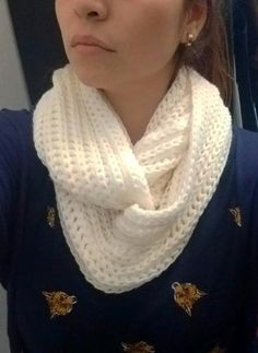 Bufandas Circulares Infinito Sinfin Tejidas 2 Vueltas Loom Knitting, Baby Knitting, Knitting Patterns, Crochet Patterns, Crochet Scarves, Knit Crochet, Needlepoint Stitches, Sweater Design, Scarf Styles