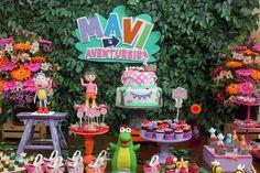 A Maria Vitória é apaixonada pela Dora Aventureira e sua turma, daí o tema da sua festinha de 3 anos! Para sair do óbvio, a decoradora Kika Bernardes deu a