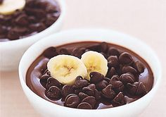Flat Belly Diet Chocolate Desserts-Chocolate pudding with bananas and graham crackers... I don't know about the flat belly part, but this looks DELICIOUS!!