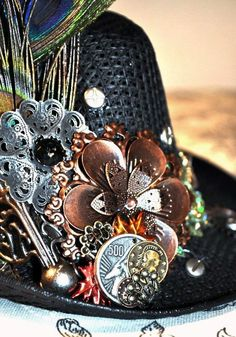 Steampunk hat.  I would so wear this. Steampunk and peacock feathers.