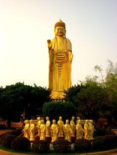 The Giant Buddha at Foguangshan, Kaohsiung - Voyage à Taïwan Buddhist Architecture, Chinese Taipei, Giant Buddha, Road Trip, Meditation Music, Travel Memories, Asia Travel, I Fall In Love, Where To Go